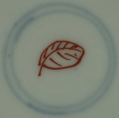 2010743 Symbol mark, Artemesia leaf, in overglaze iron-red, in a double circle in underglaze blue.